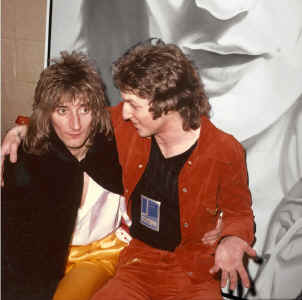 Rod Stewart and Ceravolo with portrait.jpg (503147 bytes)